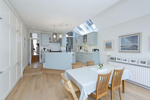 5 bedroom terraced house to rent - Gayville Road, SW11