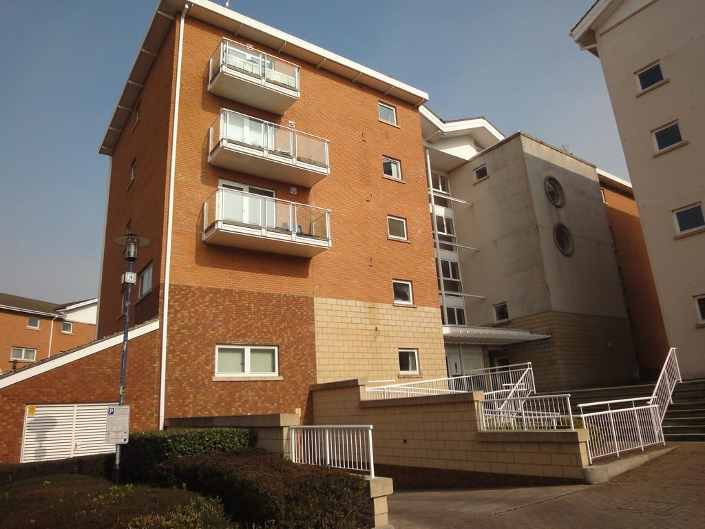 2 Bedrooms Apartment Flat for sale in Monaco House, Lynton Court, Cardiff Bay