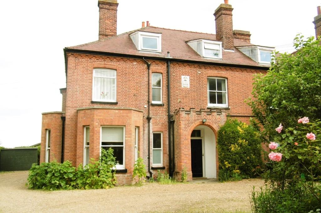 2 Bedrooms Flat for sale in Weybourne