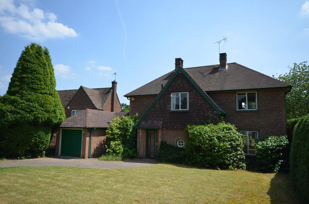 3 Bedrooms Detached House for sale in Abbots Ride, Farnham