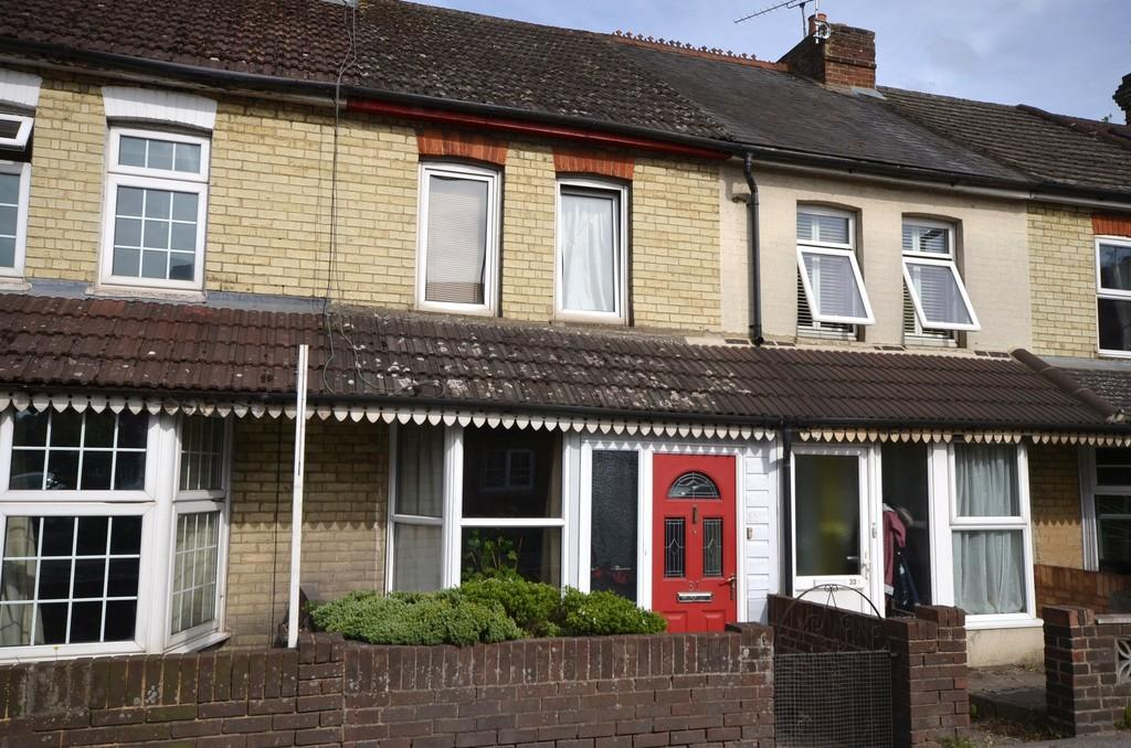 3 Bedrooms Terraced House for sale in Wrecclesham Road, Farnham