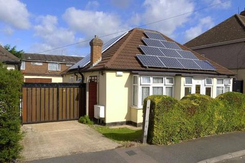 2 bedroom detached bungalow for sale - Dallas Terrace, Hayes, UB3 4QN