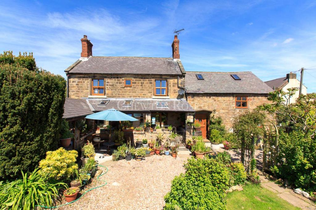 3 Bedrooms Farm House Character Property for sale in Shirland, Alfreton, Derbyshire