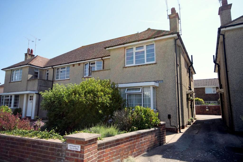 3 Bedrooms Apartment Flat for sale in Anscombe Road, Worthing BN11 5EN