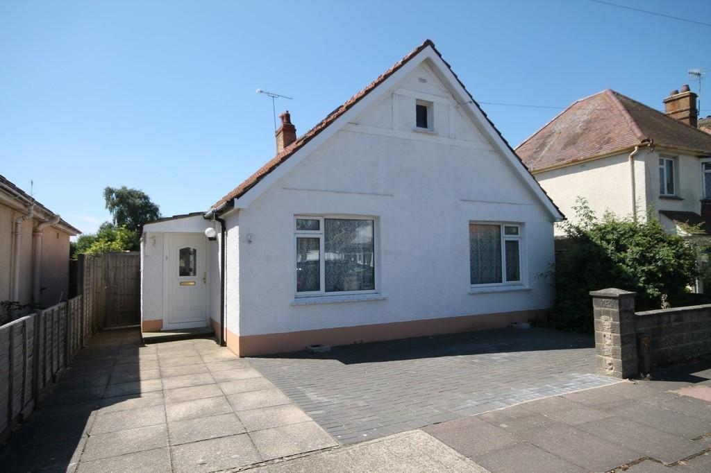 3 Bedrooms Detached Bungalow for sale in Mardale Road, Worthing BN13 2AY