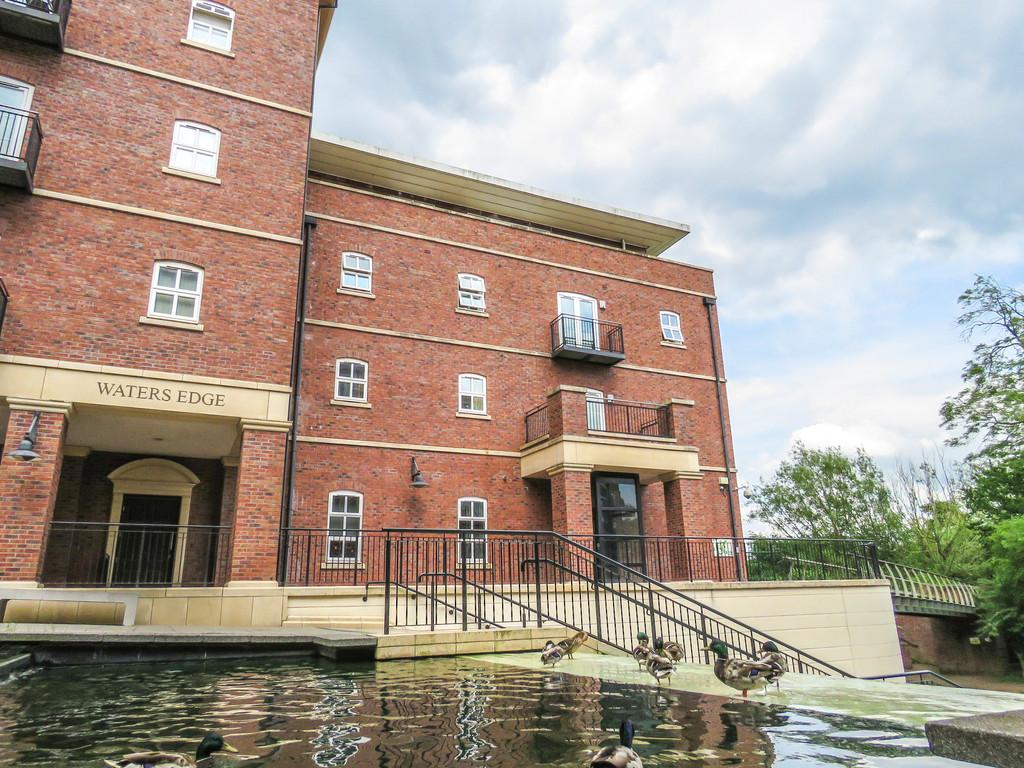 2 Bedrooms Apartment Flat for sale in Waters Edge, Dickens Heath