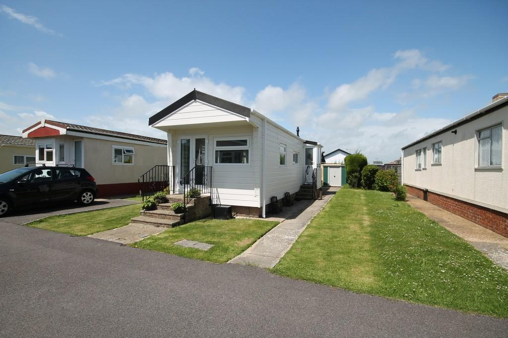 1 Bedroom Detached Bungalow for sale in Tudor Close, Broadway Park, BN15