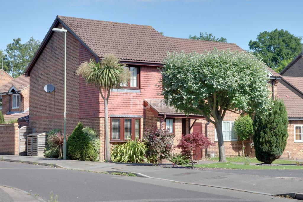 3 Bedrooms Detached House for sale in Marlborough View