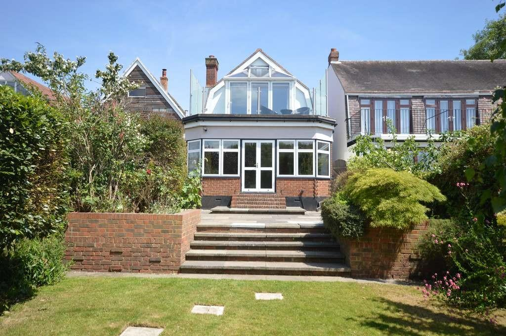 3 Bedrooms Detached House for sale in Dunally Park, Shepperton
