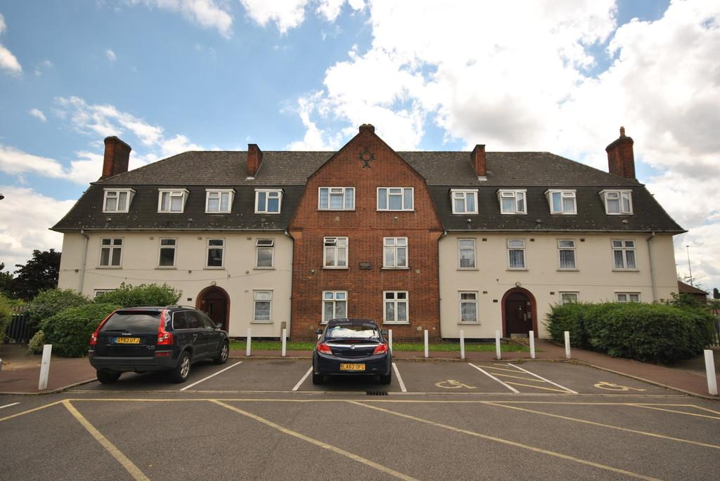 2 Bedrooms Apartment Flat for sale in Moore Crescent, Dagenham