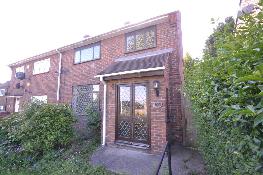 3 Bedrooms Semi Detached House for sale in North Hill Drive, Harold Hill