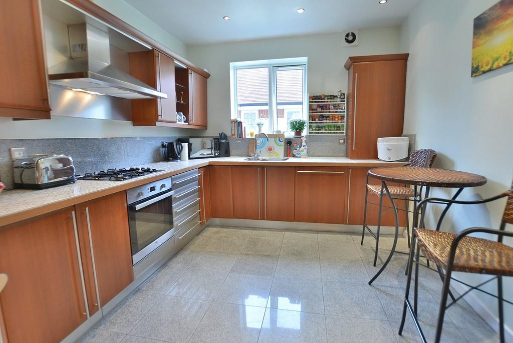 2 Bedrooms Apartment Flat for sale in Queens Park Gardens, Queens Park, Bournemouth