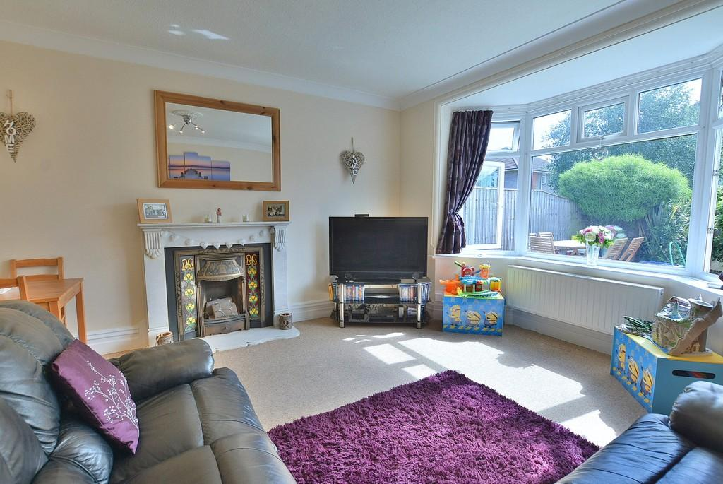 2 Bedrooms Ground Flat for sale in St Ledgers Road, Queens Park, Bournemouth