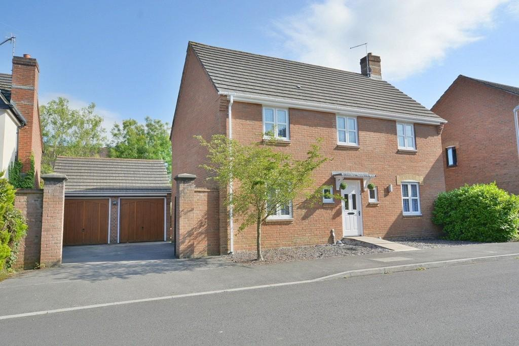 4 Bedrooms Detached House for sale in Liederbach Drive, VERWOOD