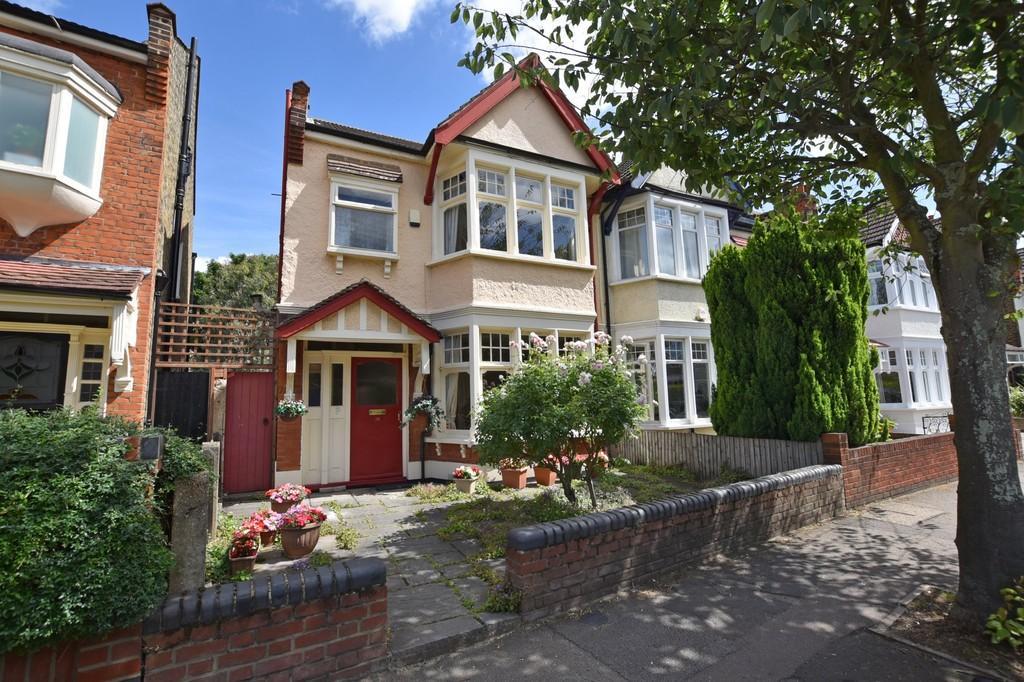 3 Bedrooms Semi Detached House for sale in Woodlands Avenue, Aldersbrook