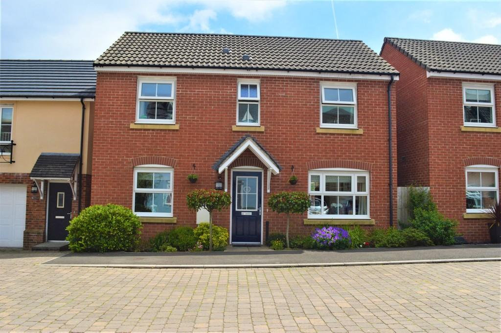 3 Bedrooms Detached House for sale in Griffin Drive, Cwm Calon