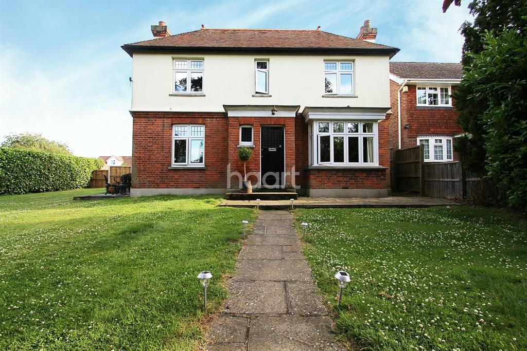 3 Bedrooms Detached House for sale in Patching Hall Lane, Chelmsford