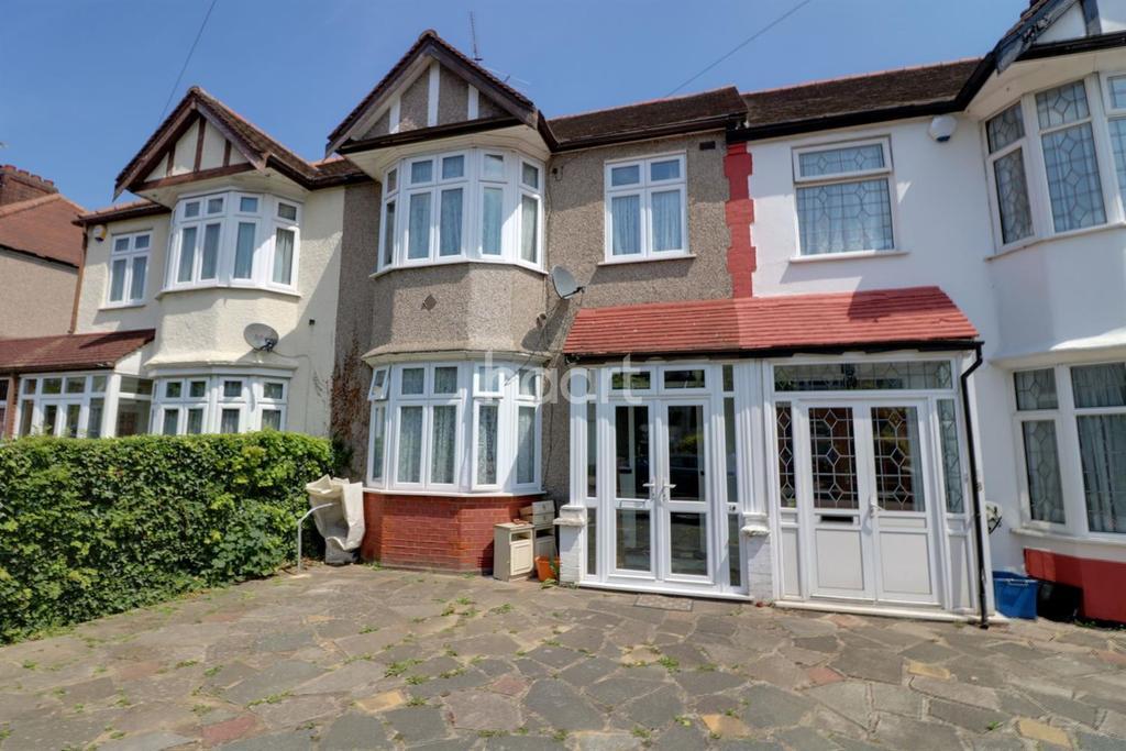 3 Bedrooms Terraced House for sale in Glenthorne Gardens, Barkingside
