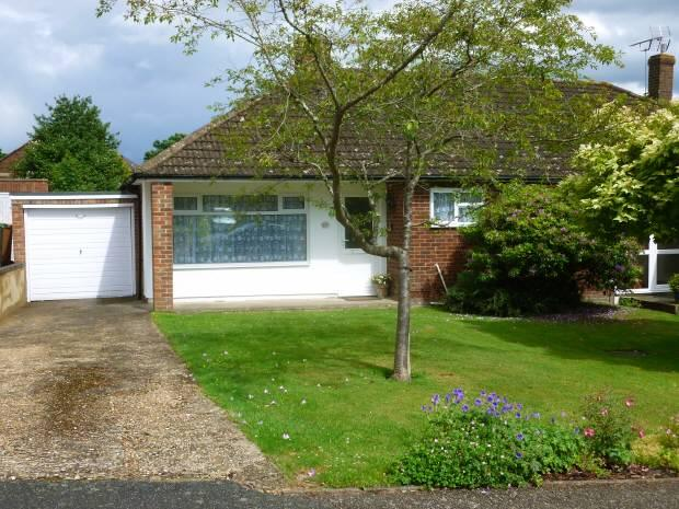 2 Bedrooms Bungalow for sale in Oatfield Drive, Cranbrook, Kent, TN17 3NG