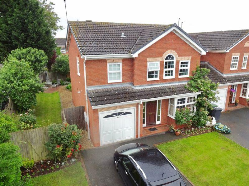 4 Bedrooms Detached House for sale in Santa Maria Way, Stourport-On-Severn DY13 9RX
