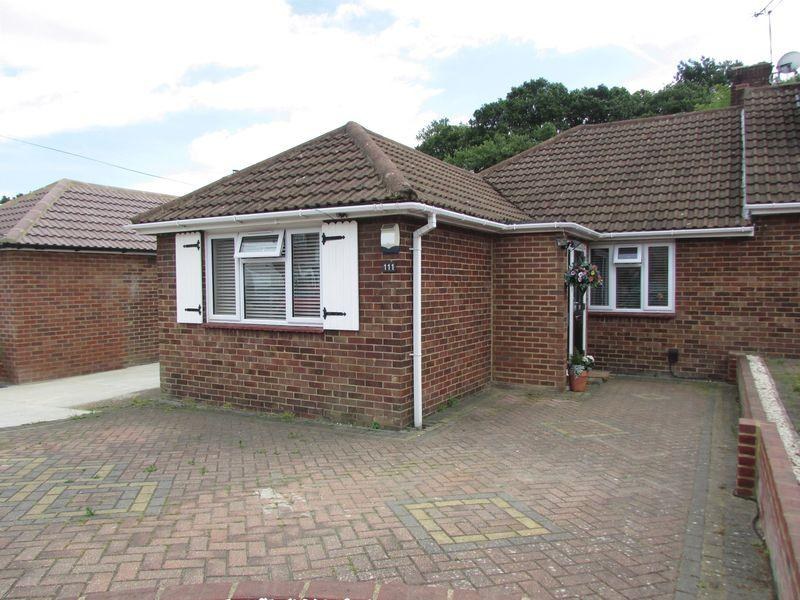 4 Bedrooms Semi Detached Bungalow for sale in Woodlands Park, Bexley