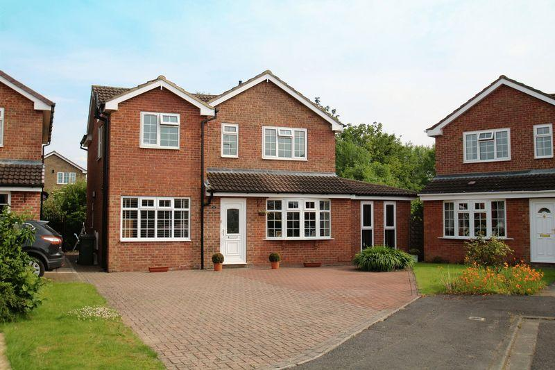 4 Bedrooms Detached House for sale in Griffiths Close, Yarm, TS15 9TZ
