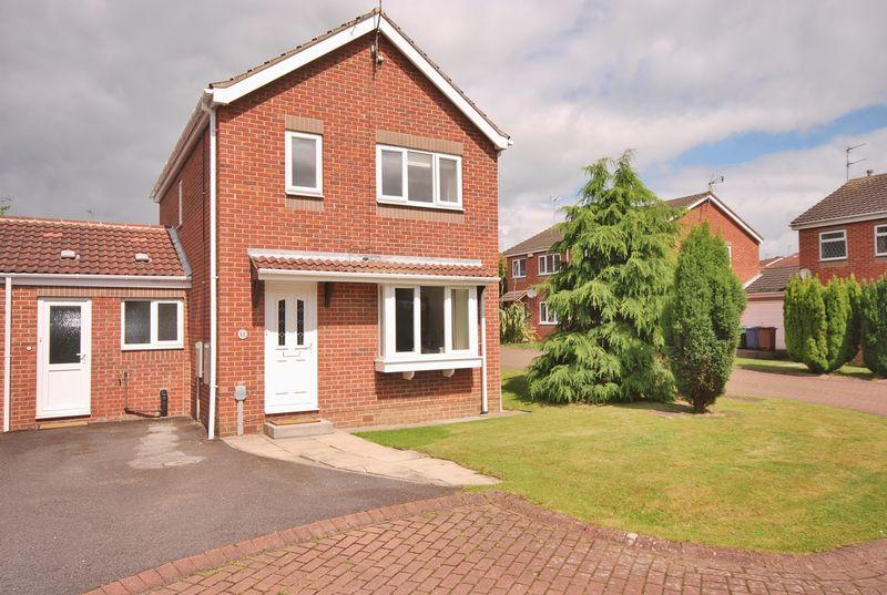 3 Bedrooms Link Detached House for sale in Risby Place, Beverley