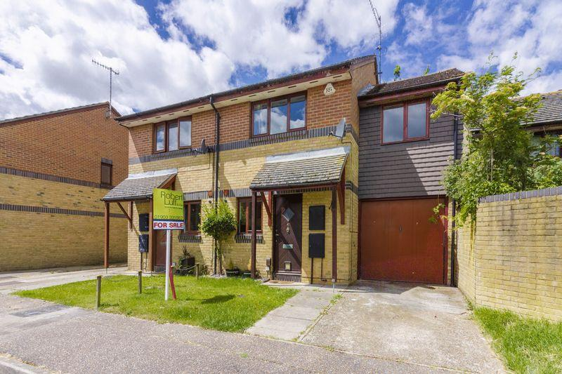 3 Bedrooms Semi Detached House for sale in Rochester Close, Worthing