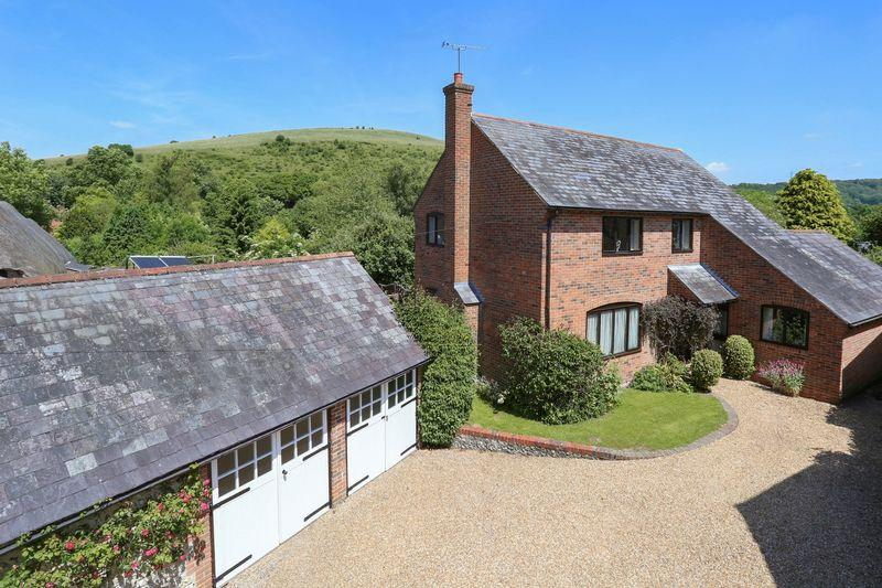 4 Bedrooms Detached House for sale in High Street, East Meon, Hampshire