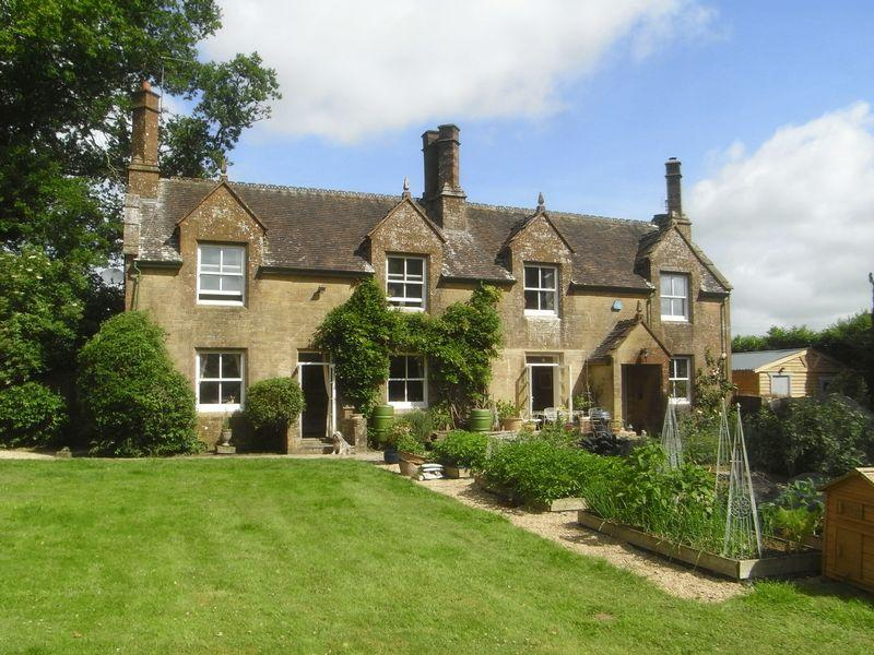 5 Bedrooms Detached House for sale in Marks Barn, Crewkerne