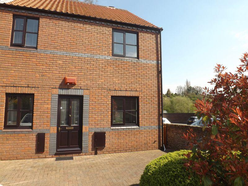 2 Bedrooms Apartment Flat for sale in Beechtree Court, Yarm