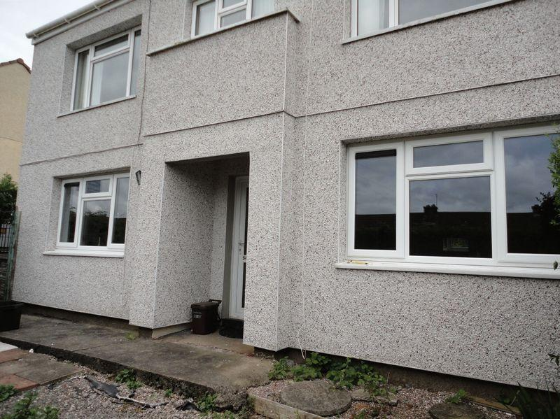 2 Bedrooms Ground Flat for sale in Glosters Parade, New Inn, Pontypool