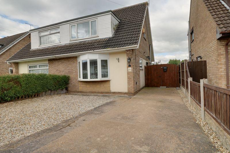 3 Bedrooms Semi Detached House for sale in Byfield Road, Scunthorpe