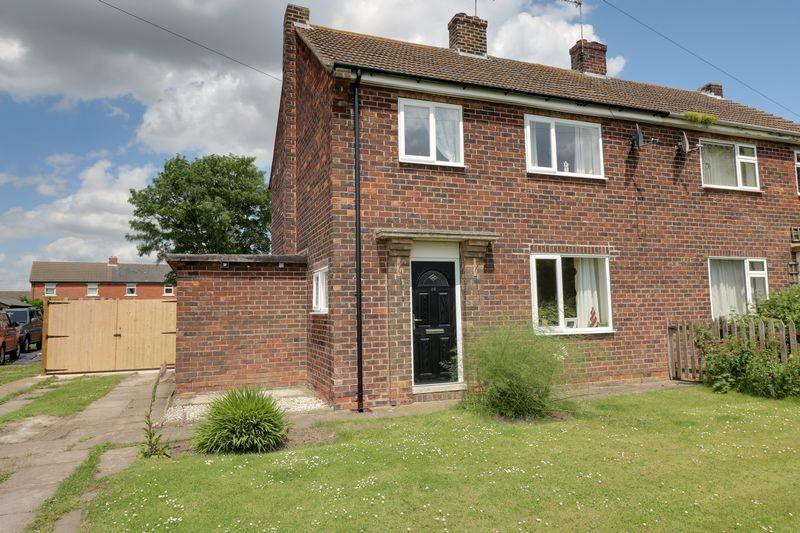 3 Bedrooms Semi Detached House for sale in Middle Lane, Amcotts