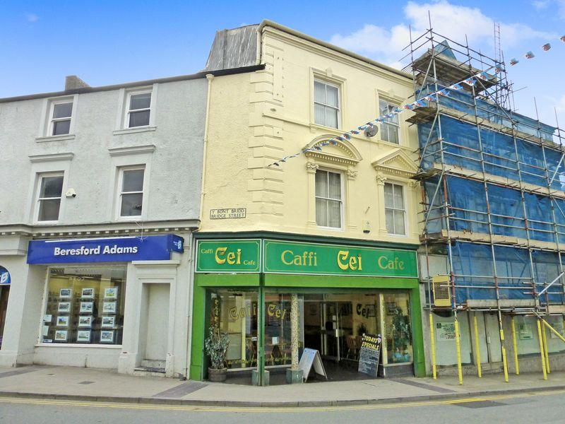 5 Bedrooms Terraced House for sale in Caernarfon