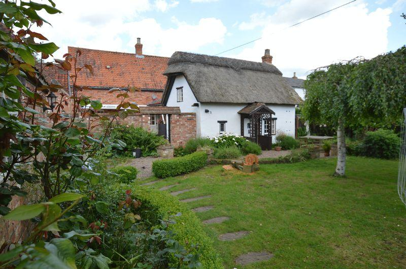 4 Bedrooms Cottage House for sale in Rose Cottage, Wharf Lane, Kirkby on Bain