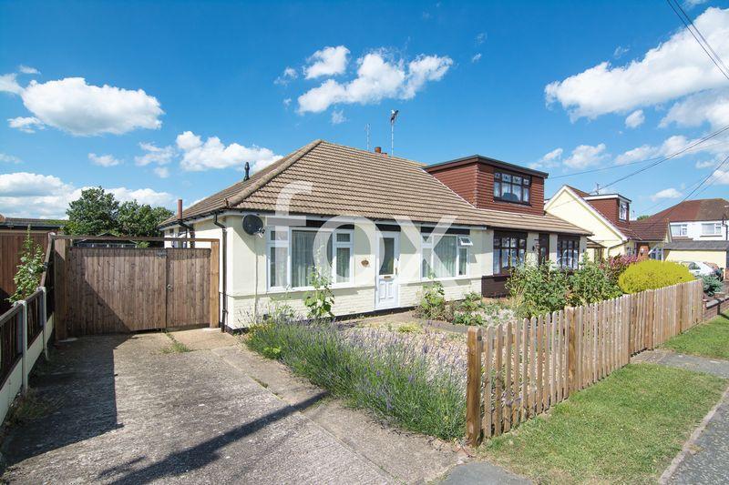 2 Bedrooms Semi Detached Bungalow for sale in Lascelles Gardens, Ashingdon
