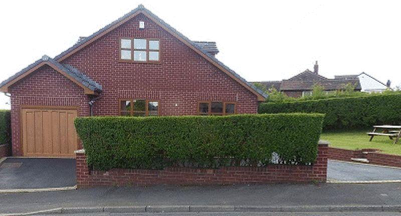 4 Bedrooms Detached Bungalow for sale in Dorset Avenue, High Crompton, Shaw