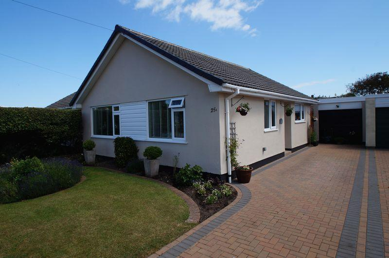 2 Bedrooms Semi Detached Bungalow for sale in Links Gardens, Burnham-On-Sea