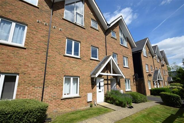 3 Bedrooms Maisonette Flat for sale in Fourdrinier Way, Apsley