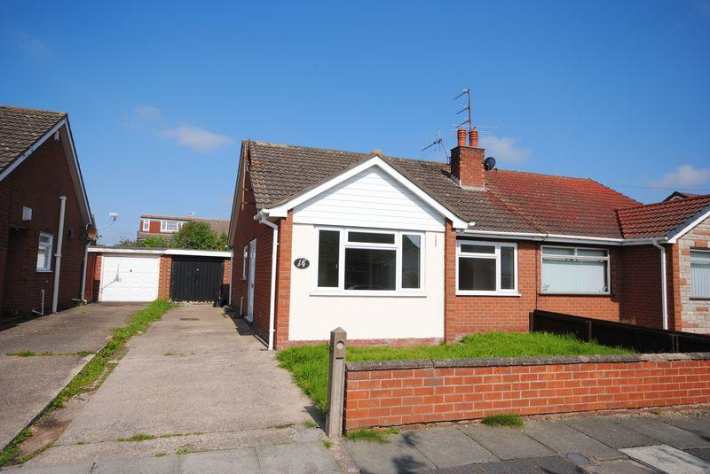 2 Bedrooms Semi Detached Bungalow for sale in Corwen Close, Moreton