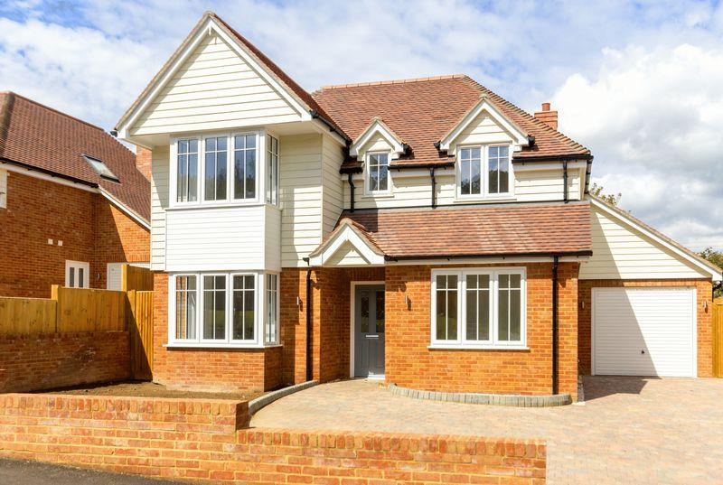 4 Bedrooms Detached House for sale in Cockering Road, Chartham