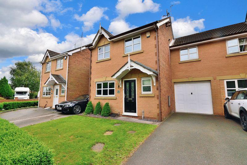 3 Bedrooms Semi Detached House for sale in Dam Lane, Woolston