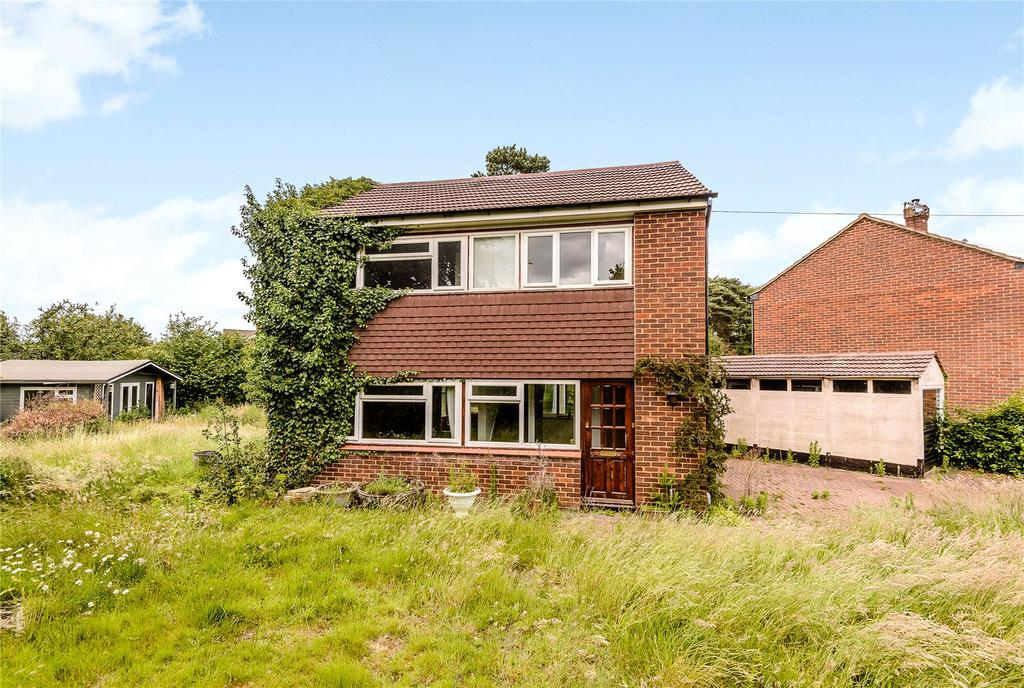 3 Bedrooms Detached House for sale in Wilcot Close, Bisley, Woking, Surrey
