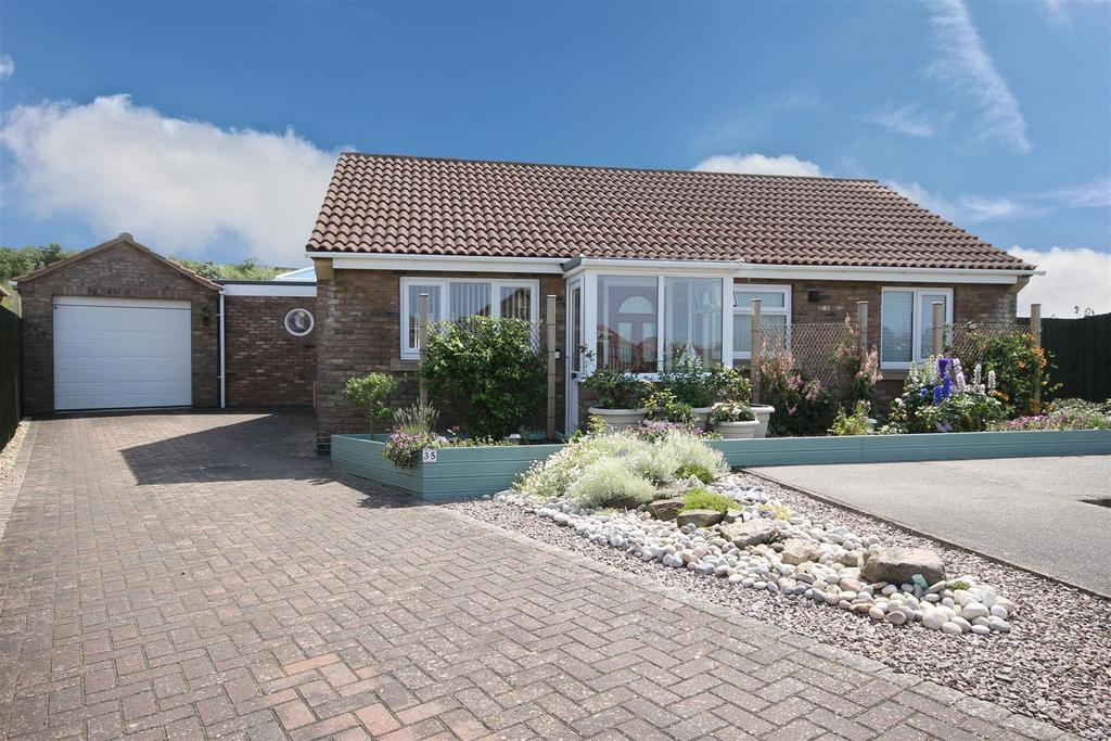 2 Bedrooms Detached Bungalow for sale in 35 Church Close, Sutton-On-Sea