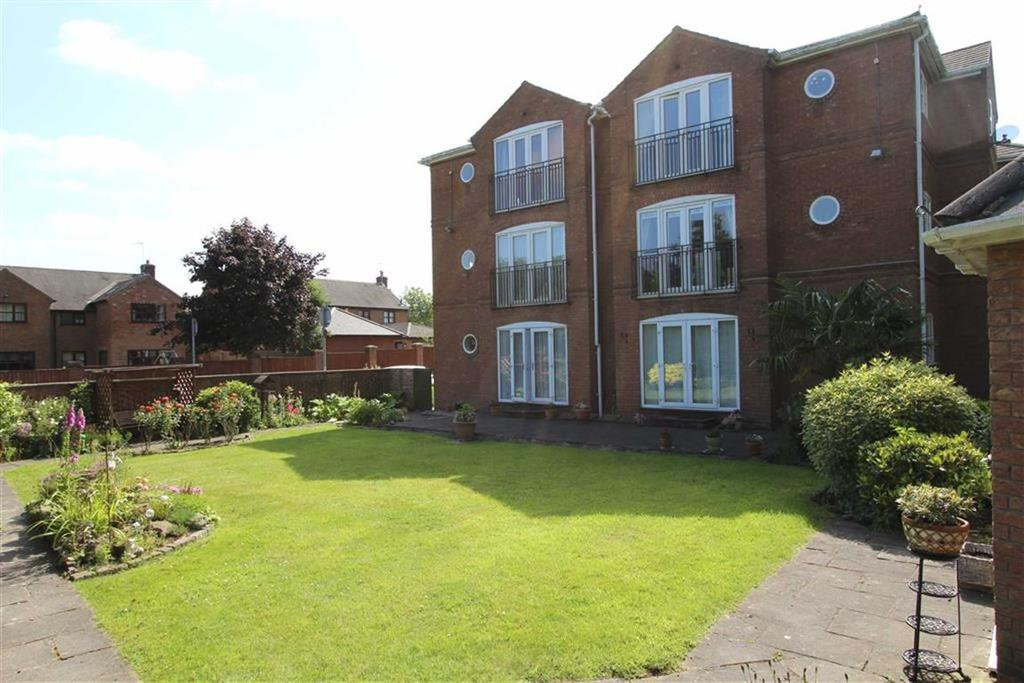 2 Bedrooms Flat for sale in Stoneleigh Court, Grappenhall