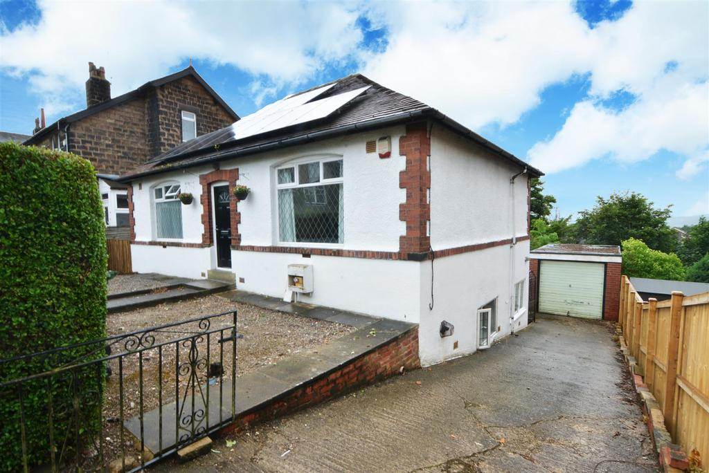 4 Bedrooms Detached House for sale in Rufford Avenue, Yeadon, Leeds