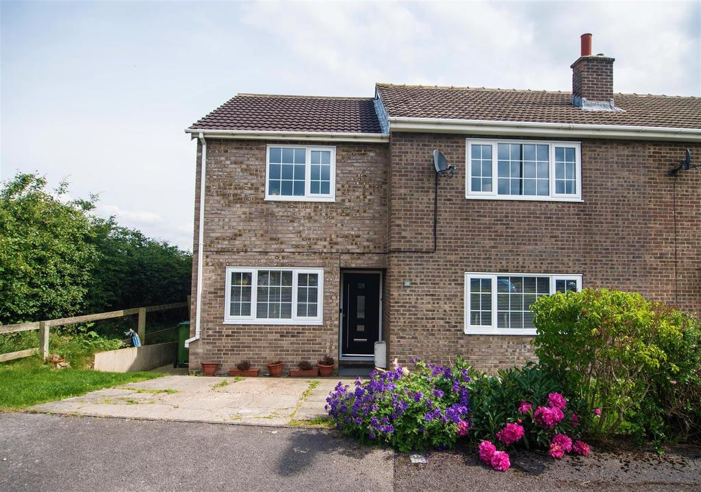 4 Bedrooms Semi Detached House for sale in Green Acres Close, Emley, Huddersfield, HD8 9RA