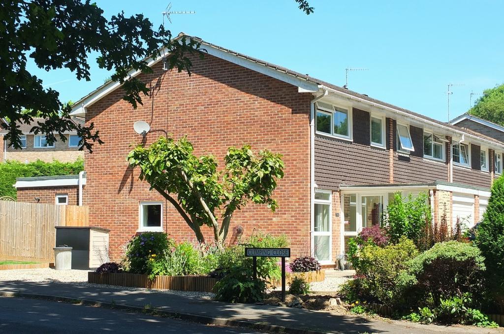 3 Bedrooms House for sale in Wealden Way, Haywards Heath, RH16