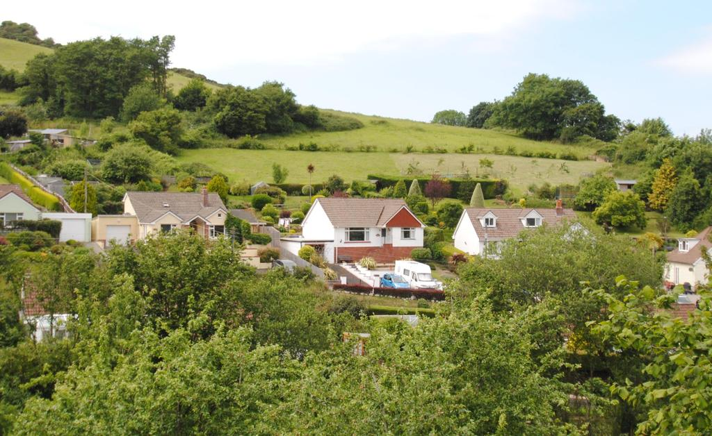 3 Bedrooms Bungalow for sale in Rectory Lane, Combe Martin